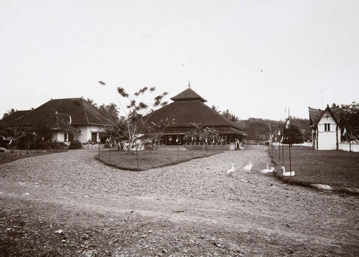 Pendopo dan rumah Bupati pada tahun 2925 (foto: istimewa)
