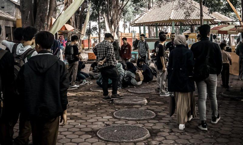 ILUSTRASI - sejumlah warga di tempat wisata (Sahrul/GentraPriangan)