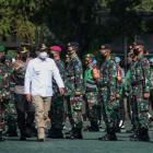 Gubernur Jawa Barat Ridwan Kamil menjadi inspektur Apel Gelar Pasukan TNI-Polri (foto: humas jabar)
