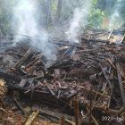 Kebakaran yang menewaskan seorang nenek terjadi di Kampung Legokhaur, Desa Jahiang, Kecamatan Salawu, Kabupaten Tasikmalaya, Minggu (24/01/2021).